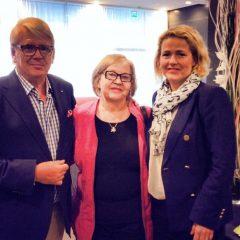 Hyvässä seurassa - kuvassa kolme sukupolvea suomalaisia demarimeppejä