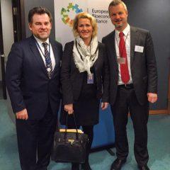 Perustimme parlamentin biotaloustyöryhmän. Kuvassa mukana komission biotalousosaston johtaja John Bell sekä Marco Mensik, joka on Euroopan paperiteollisuuden (CEPI) toimitusjohtaja.