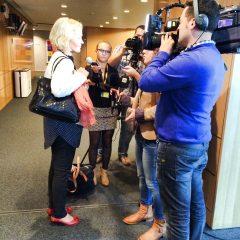 Komissaarikuulemisten aikaan parlamentin käytävällä saattoi joutua median piirittämäksi.