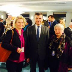 Virolaisten kanssa olemme tehneet hyvää yhteistyötä. Kuvassa kanssasi Viron komissaari Ansip sekä demarikollega Lauristin parlamentista.
