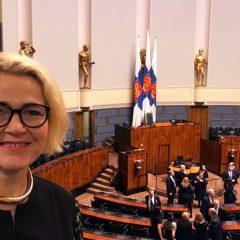 Muisto viime vuodelta, kun eduskunnassa järjestettiin arvokas Suomi 100 -tilaisuus.